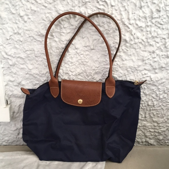 b4a7aed34f8b Longchamp Handbags - Longchamp Le Pliage purse Navy